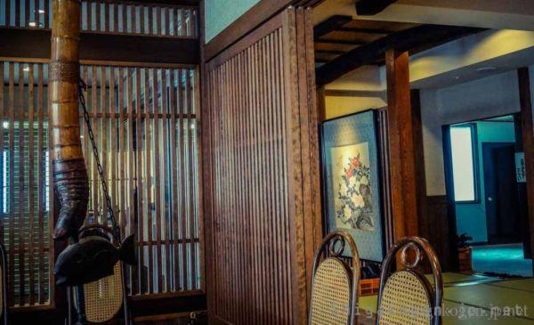 中央エリア, ジャイアント-food-志賀高原ジャイアントにある有名なカツ重のお店 渓谷